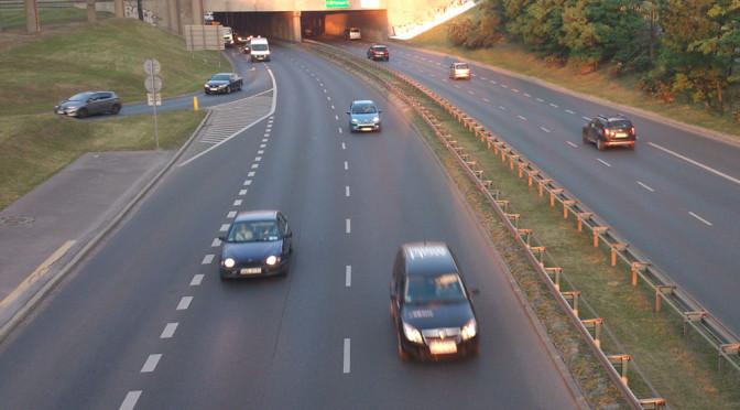 Korki - Warszawa zmierzyła najbardziej zatłoczone ulice. Gdzie jeździ się najciężej?