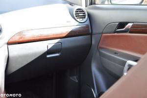 Opel Antara (OtoMot) - drewno w kabinie