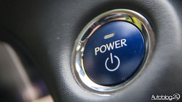 Hybryda - przycisk Power do włączania silnika