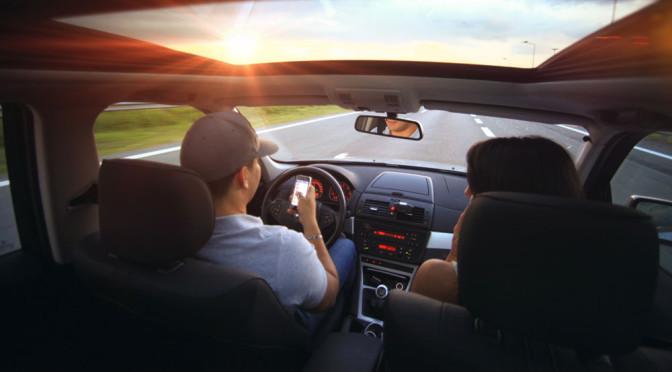 Muzyka ze smartfona w samochodzie – porady jak ją przesyłać