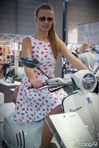 Poznań Motor Show 2016 - hostessy - na skuterze