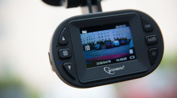 Kamery samochodowe – opinie. Czy warto z nich korzystać? Przykłady pokazują, że tak