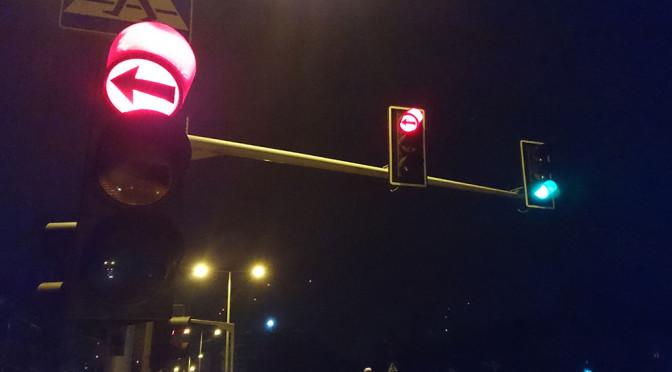 Sygnalizator kierunkowy S-3 do skrętu w lewo – nie za często jest stosowany? Nieraz bardziej szkodzi, niż pomaga