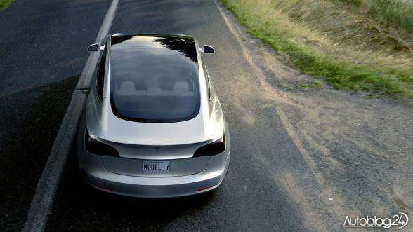 Tesla Model 3 - tył