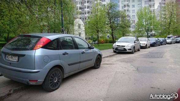 Szukanie miejsca do parkowania