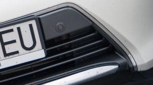 Usuwanie owadów z karoserii i przedniej szyby samochodu – porady