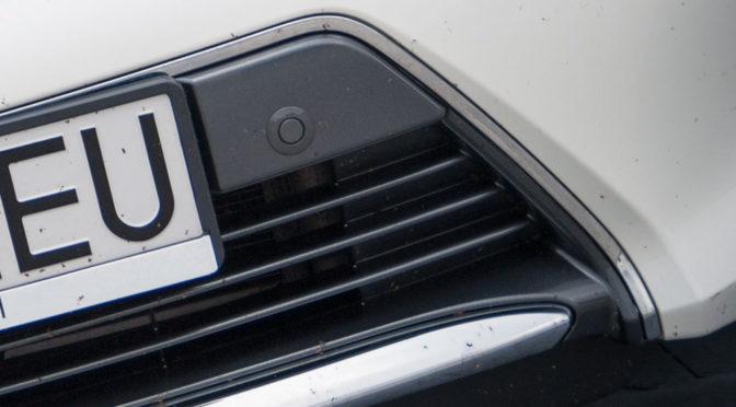 Usuwanie owadów z karoserii i przedniej szyby samochodu - porady