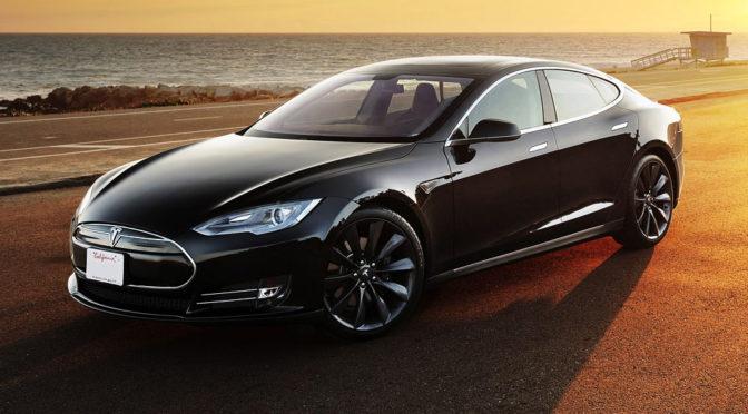 Pływająca Tesla – dowód na to, że woda i samochody elektryczne to nic strasznego