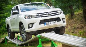 Nowa Toyota Hilux (2016) – pickup, który nie da Ci zrobić sobie krzywdy w terenie