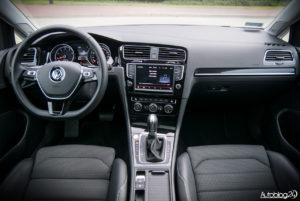 Volkswagen Golf wnętrze - 01