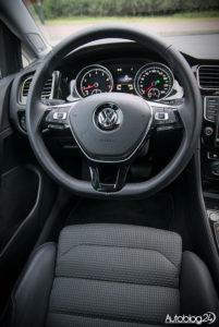 Volkswagen Golf wnętrze - 02
