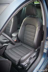 Volkswagen Golf wnętrze - 14
