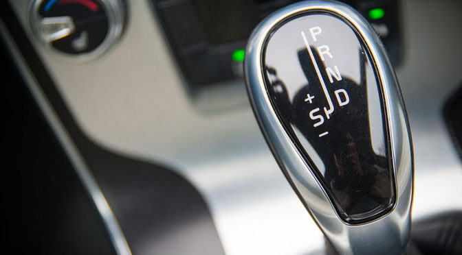 Jak jeździć automatem? Sprawdź porady na wideo, które rozwieją wątpliwości