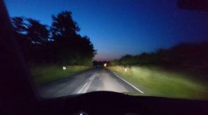 Nocna jazda samochodem – 3 powody czemu jest super i 3 czemu nie