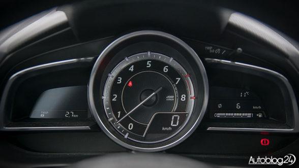 Mazda 2 - zegary