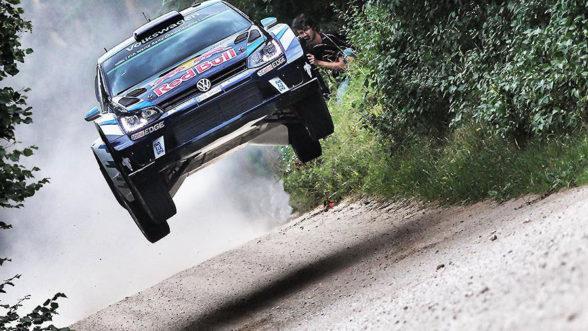 Sebastian Ogier za kierownicą Volkswagena w rajdzie WRC