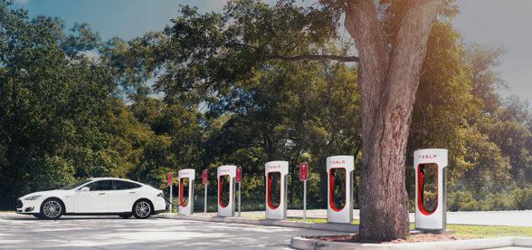 Tesla Supercharger - ładowanie