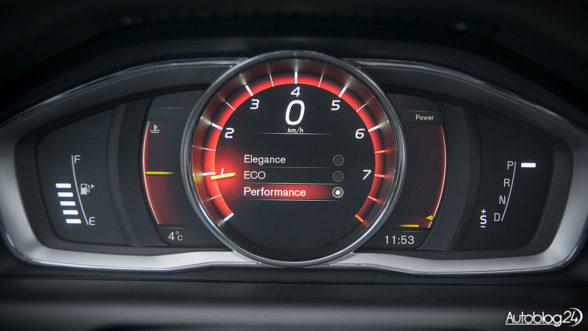 Volvo XC60 - elektroniczne zegary robią wrażenie