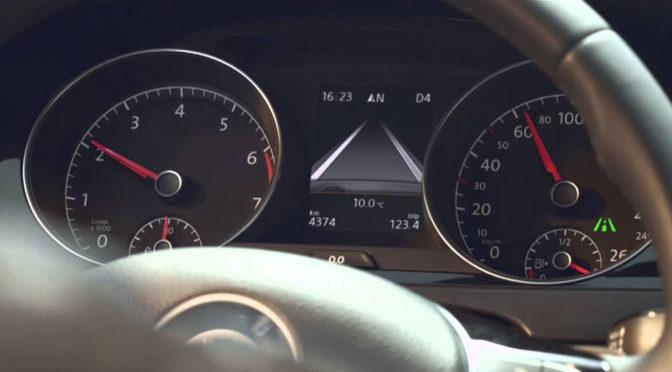 Asystent pasa ruchu (lane assist) – jak działa i czy warto go kupić?