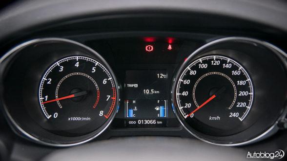 Mitsubishi ASX - zegary i wlew po lewej