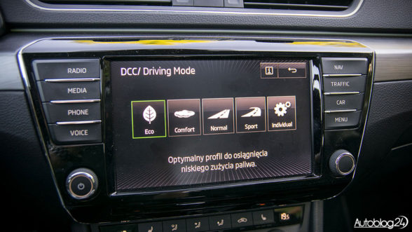 Skoda Superb - wybór DCC i Driving Mode