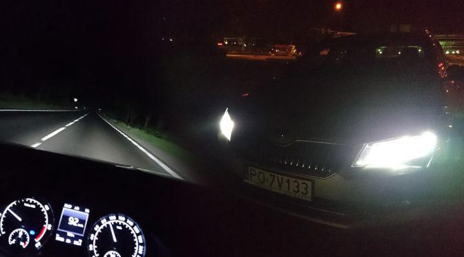 Inteligentne, automatyczne światła drogowe w samochodzie – jak działają?