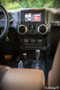 Jeep Wrangler - środek - 03
