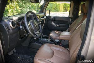 Jeep Wrangler - środek - 11