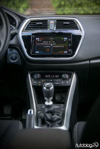 Suzuki SX4 S-Cross - środek - 03
