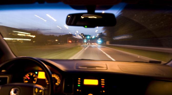 Ograniczenia prędkości w samochodach - czemu istnieje limit 250 km/h?