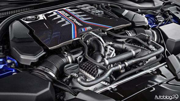 BMW M5 - silnik V8