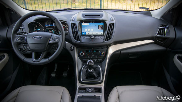 Ford Kuga 2017 - wnętrze
