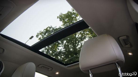 Ford Kuga - otwierany panoramiczny dach
