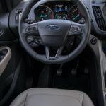 Ford Kuga - środek - 02