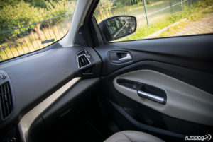 Ford Kuga - środek - 04