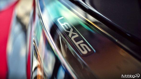 Lexus - napis