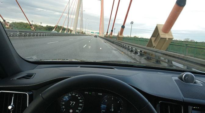 Elektroniczne ograniczenia prędkości na drogach w Polsce - nadchodzą mroczne czasy dla kierowców?