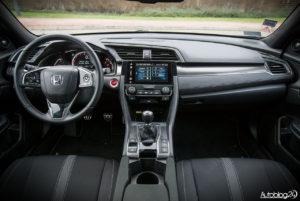 Honda Civic hatchback - wnętrze - 01