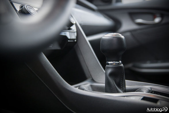 Honda Civic hatchback - wnętrze - 07