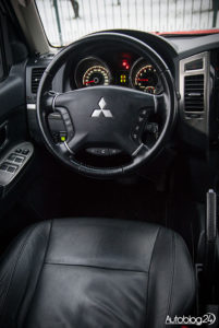 Mitsubishi Pajero - wnętrze - 02