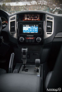 Mitsubishi Pajero - wnętrze - 03