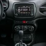 Jeep Renegade - wnętrze - 05