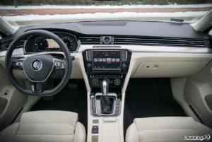 Volkswagen Passat - wnętrze - 01