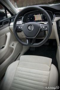 Volkswagen Passat - wnętrze - 02