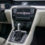 Volkswagen Passat - wnętrze - 03