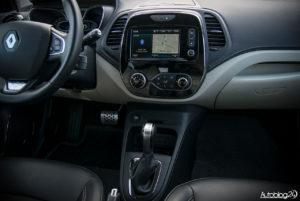 Renault Captur - wnętrze - 02