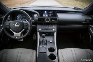 Lexus RC F - wnętrze - 01