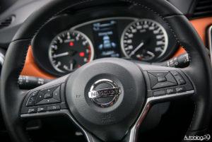 Nissan Micra - wnętrze - 02