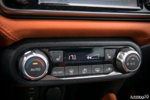 Nissan Micra - wnętrze - 08