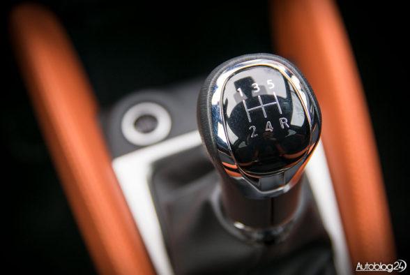Nissan Micra - wnętrze - 09